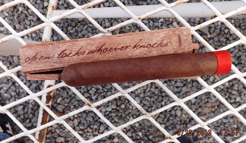 A picture of the unnamed cigar from a Cigar.com forum (click on picture to go to the thread)